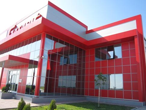 Halb strukturelle fassade kombiniert mit alucobond gatari for Panneau de facade composite