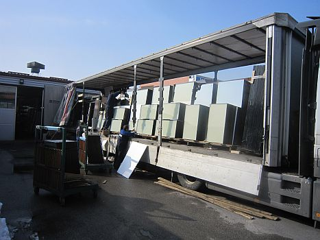 loading glass